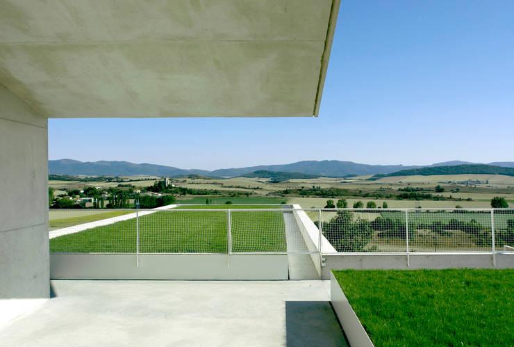 Casa in Etura: Casa in stile  di Roberto Ercilla