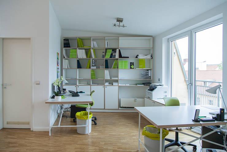 Office buildings by Berlin Interior Design,