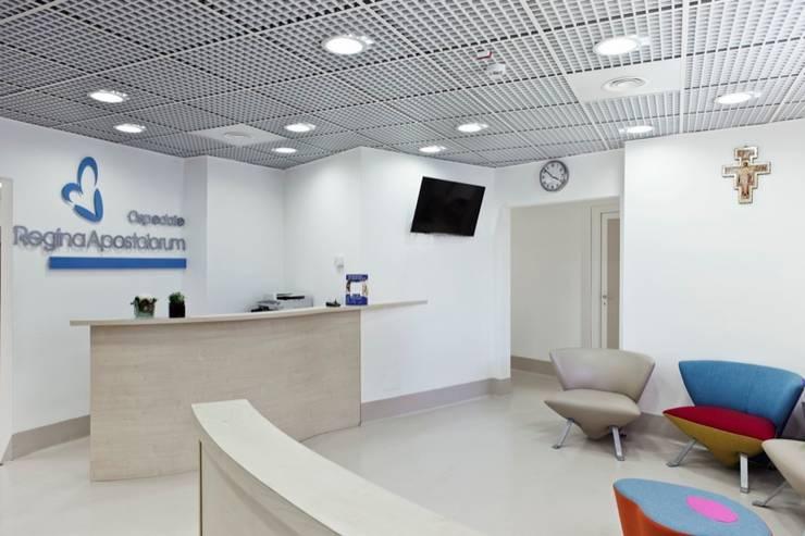 Regina Apostolorum: Ospedali in stile  di Studio Cappellanti,