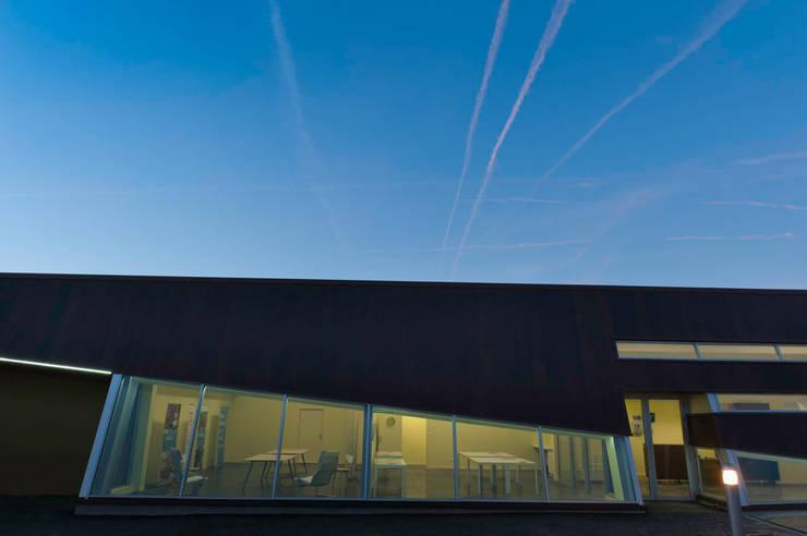 MUSEO E CENTRO DI RICERCA ARCHEOLOGICO DE LA BRECHE ET  DE LA NOYE:  in stile  di n!studio