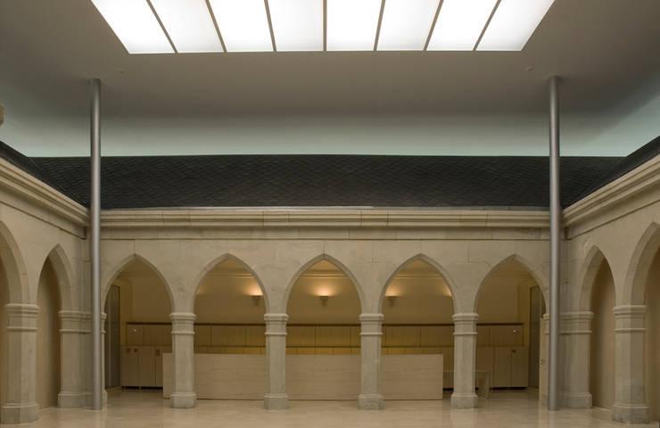 Fondazione Sancho el Sabio:  in stile  di Roberto Ercilla