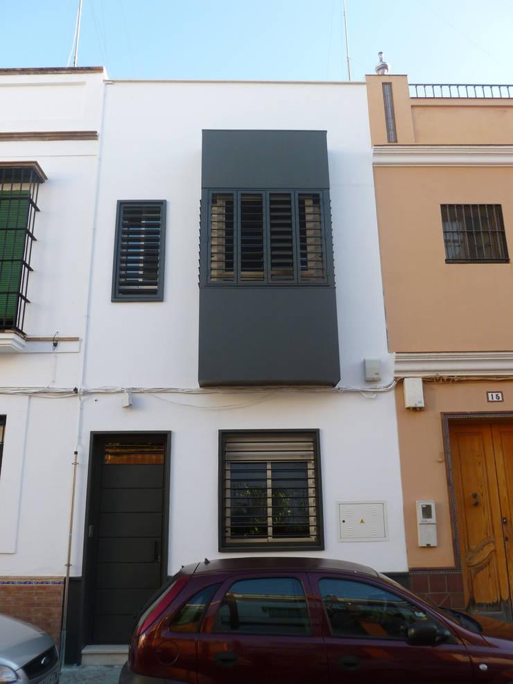 Vivienda Unifamiliar en Triana. Sevilla: Casas de estilo  de Angar Arquitectos