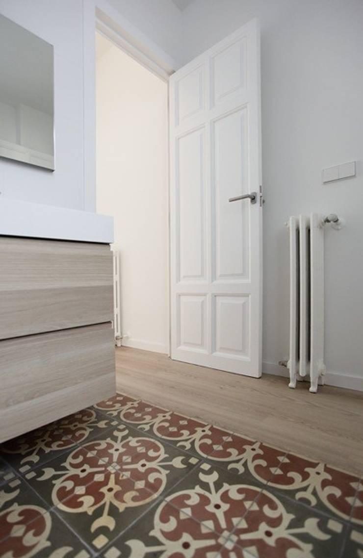 Reforma de vivienda en Ensanche de Valencia:  de estilo  de TAMA ESTUDIO
