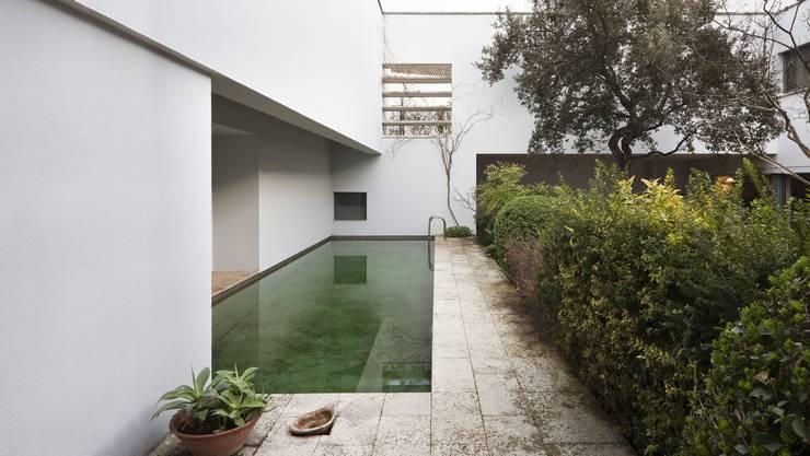 Vivienda unifamiliar en Sevilla:  de estilo  de press17