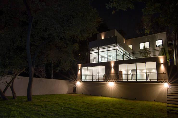Patios & Decks by Sobrado + Ugalde Arquitectos,