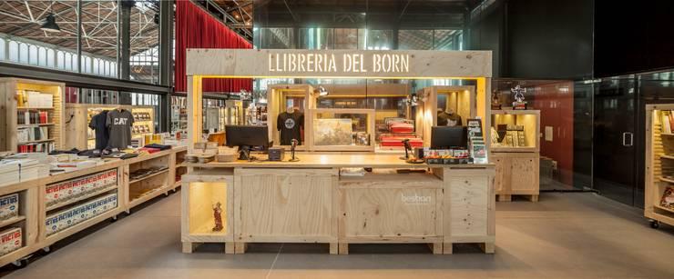 Llibreria del Born : Espacios comerciales de estilo  de Jorge Pérez Vale Estudio