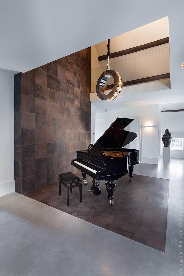 ALPHENBERG: Paredes y pisos de estilo  por ELEMENTO 3 DISEÑO SA DE CV