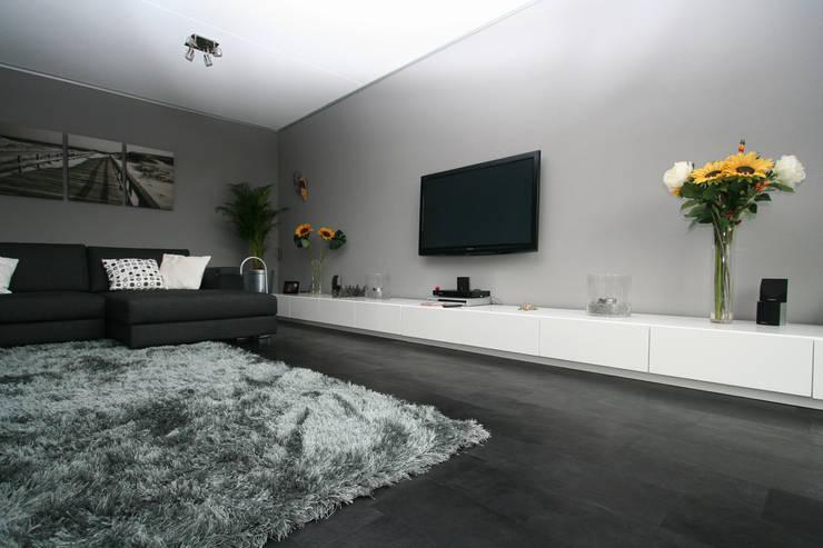 Wände & Boden von ELEMENTO 3 / SAFRETTI/ HORUS/ ALPHENBERG/ JESS/ OI SIDE /ARKIT