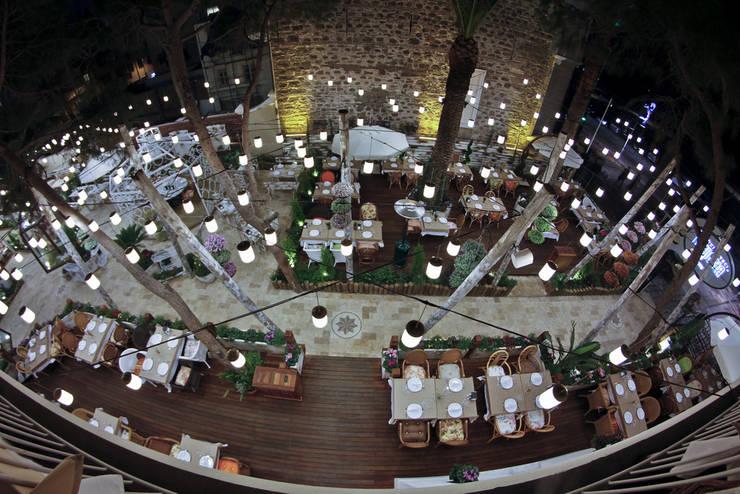 庭院 by CO Mimarlık Dekorasyon İnşaat ve Dış Tic. Ltd. Şti., 現代風