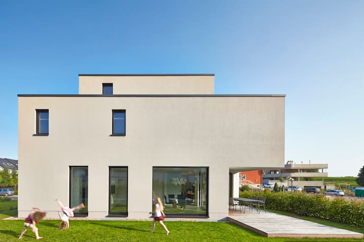 Projekty, nowoczesne Domy zaprojektowane przez Bruck + Weckerle Architekten