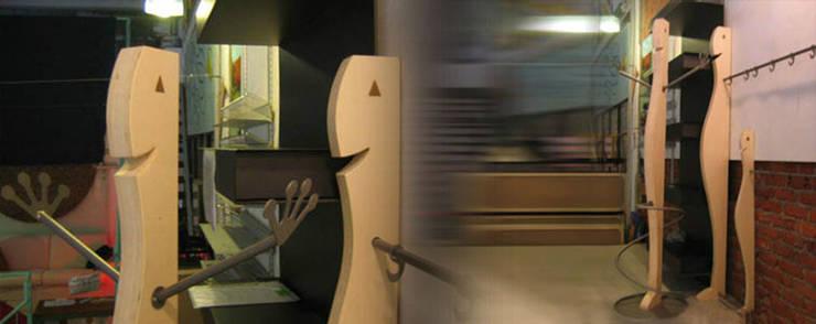 IASTY  ( I Am Smiling To You ): Ingresso, Corridoio & Scale in stile  di Exid Studio srl