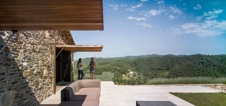 Villa CP: Terrazas de estilo  de ZEST Architecture