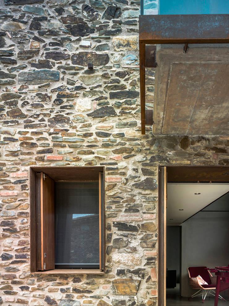 Villa CP: Casas rurales de estilo  de ZEST Architecture