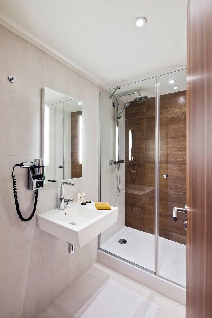 61 Paris Nation Hotel: Hôtels de style  par Axel Schoenert architectes