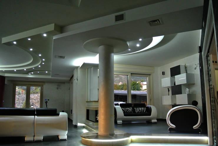 Vista d'insieme della zona salotto: Soggiorno in stile  di GIOIA Biagio ARCHITETTO