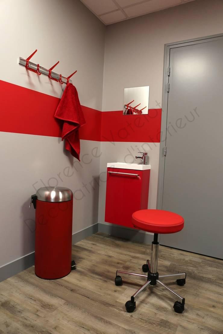 Cabinet d'ostéopathie: Bureaux de style  par Florence Vatelot Décoratrice d'intérieur
