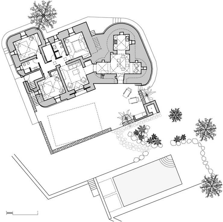 Trullo Chiobbica: Case in stile  di PAOLA REBELLATO ARCHITETTO