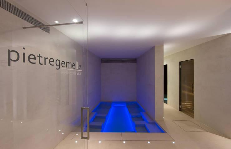 Pietre Gemelle Wellness & Spa: Spa in stile  di Gavinelli Architettura Studio Associato