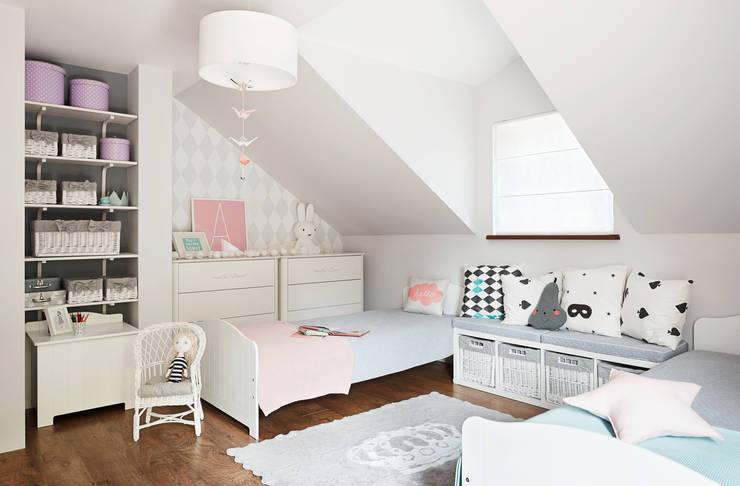 """""""Alice in wonderland""""  TOTO DESIGN www.totodesign.pl: styl , w kategorii  zaprojektowany przez Toto Design,Minimalistyczny"""