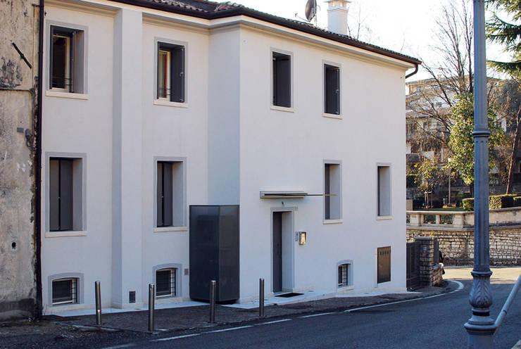 Casa privata a Valdobbiadene (TV): Case in stile in stile Moderno di PAOLA REBELLATO ARCHITETTO