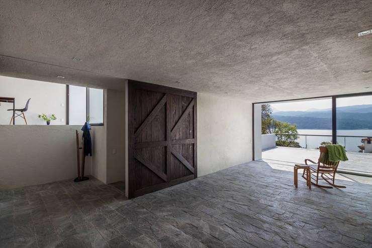 Casa con vista: Terrazas de estilo  por Dellekamp Arquitectos