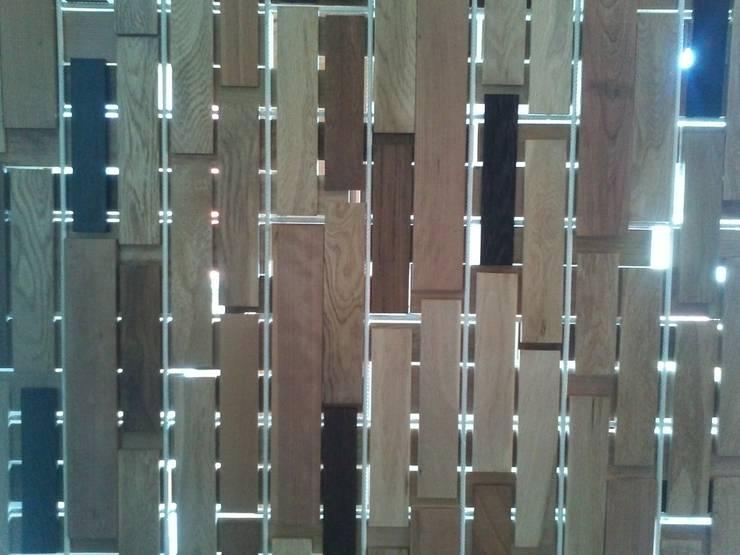 parete SEPARQUET: Soggiorno in stile  di Giannelli+1