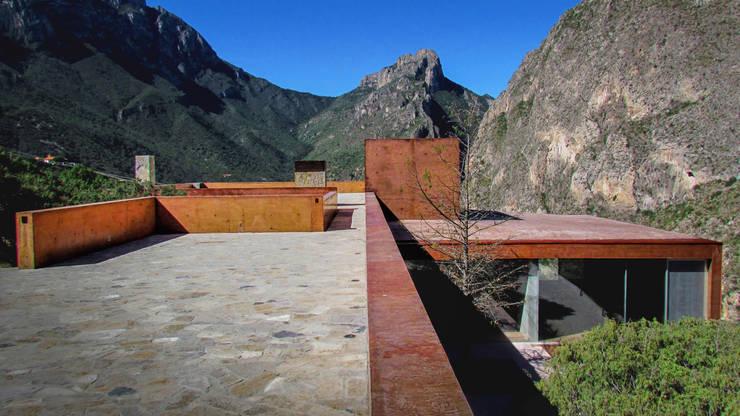 Casa Narigua : Casas de estilo  por P+0 Arquitectura