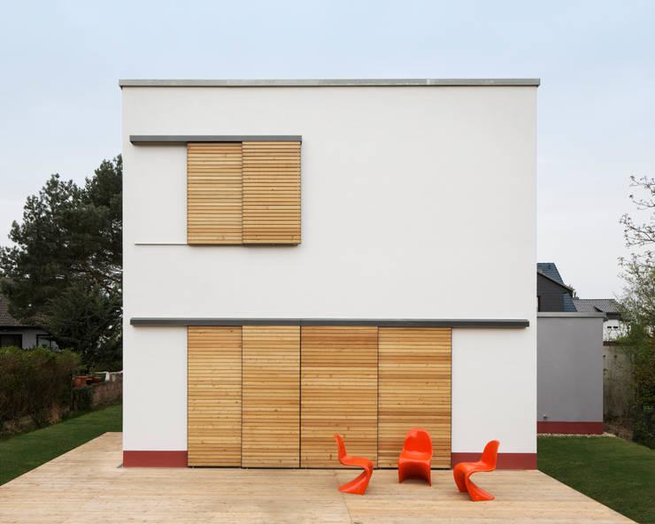 Klein und goßzügig - Neubau eines Einfamilienhauses in Berlin:  Häuser von Maedebach & Redeleit Architekten