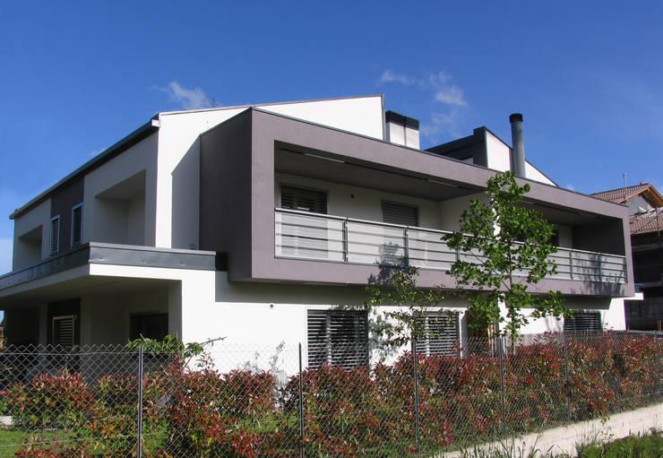 House S+C: Casa in stile  di Franzoni Studio
