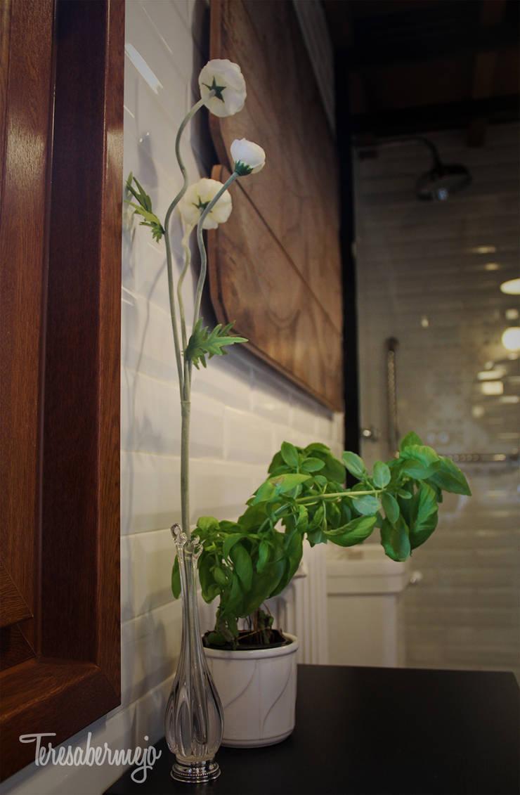 El baño de Víctor : Baños de estilo  de  Diseñadora de Interiores, Decoradora y Home Stager