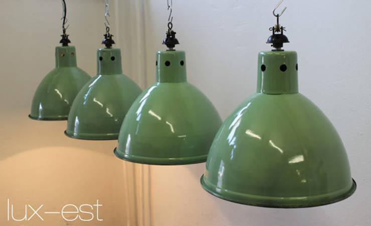 """""""SPRING"""" Fabrikdesign Industrielampe Emaille Lindgrün/Weiss: industriell  von Lux-Est,Industrial"""