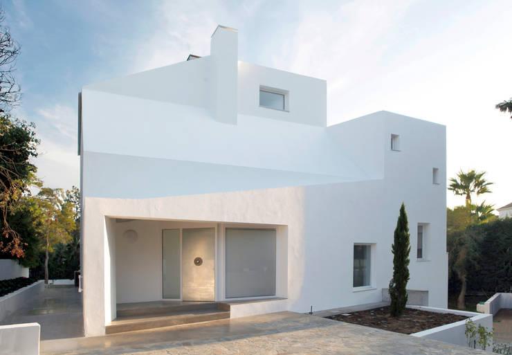 Casa en calle Alvarado. Sotogrande (Cádiz): Casas de estilo  de CHS arquitectos