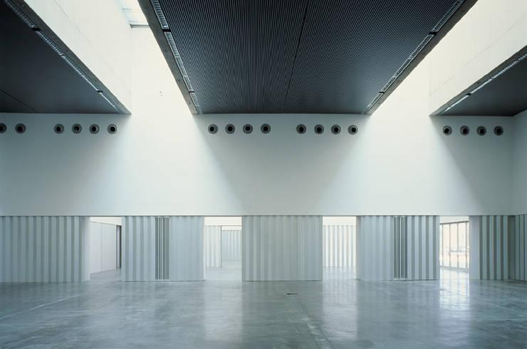 Edificio Multiusos:  de estilo  de Estudio Maria Fraile