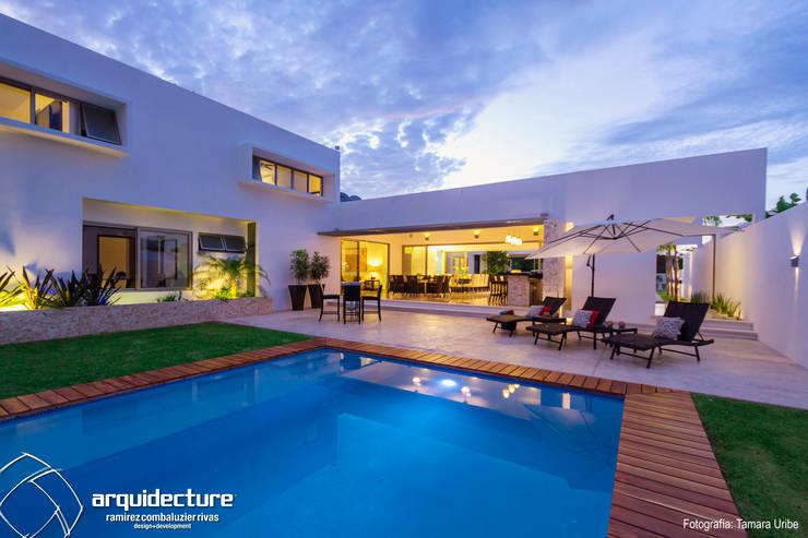 Casa Kopché: Albercas de jardín de estilo  por Grupo Arquidecture, Moderno Concreto