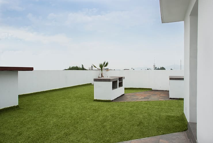 Roof Garden con asador: Casas de estilo  por RECON Arquitectura