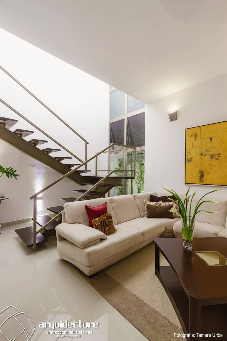 Casa Kopché: Salas de estilo  por Grupo Arquidecture, Moderno Arenisca