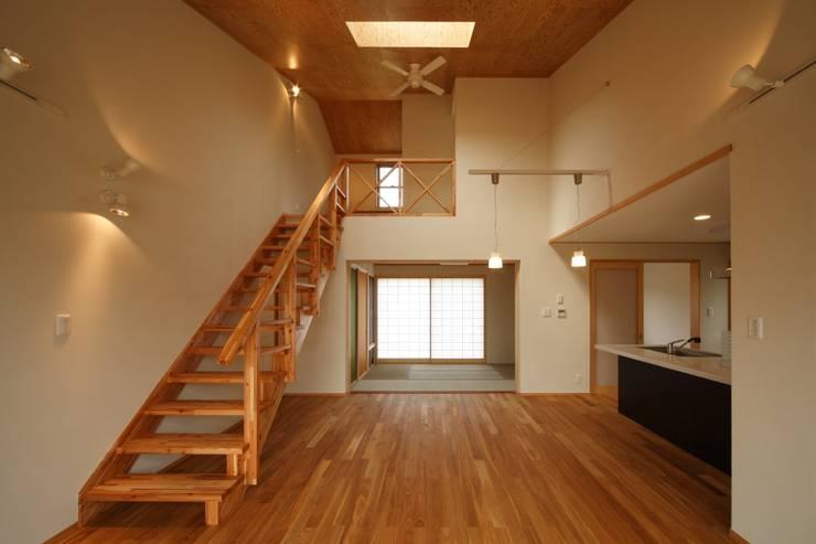 鶴居の家: 辻建築設計室が手掛けたダイニングです。