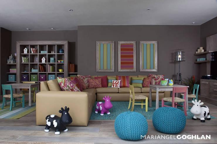 Salas de entretenimiento de estilo  por MARIANGEL COGHLAN