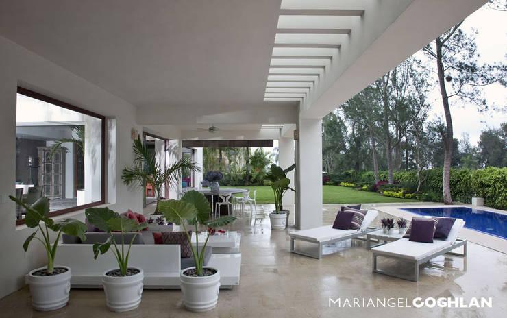 Terrazas de estilo  por MARIANGEL COGHLAN