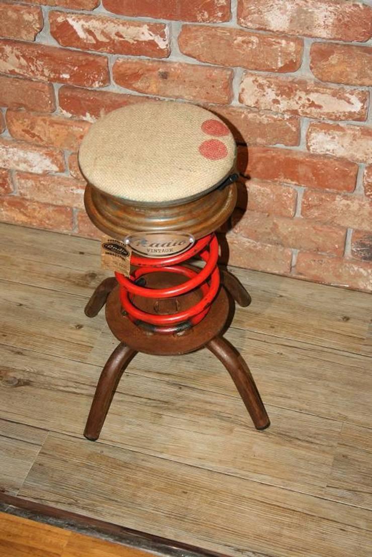 TABURETE MUELLE: Salones de estilo  de muebles radio vintage