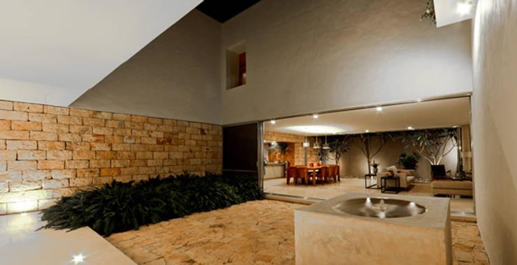 Casas de estilo moderno de Jorge Bolio Arquitectura