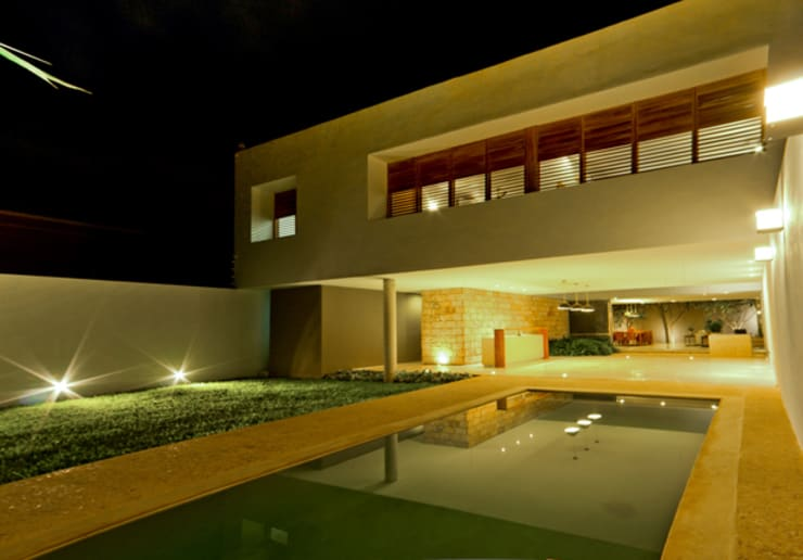 Montebello 332: Casas de estilo  por Jorge Bolio Arquitectura