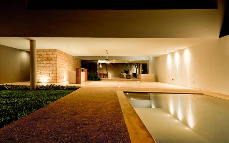 Piscinas de estilo moderno de Jorge Bolio Arquitectura