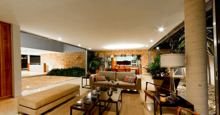 Living room by Jorge Bolio Arquitectura