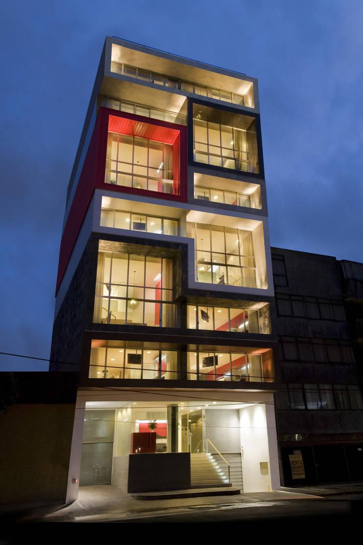 Filadeldia Corporate Suites:  de estilo  por BNKR Arquitectura