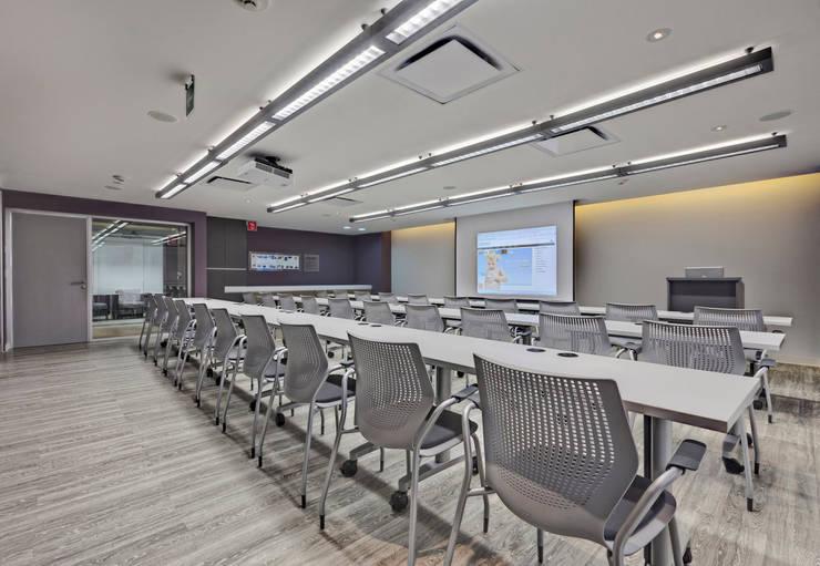 CRODA: Estudios y oficinas de estilo  por usoarquitectura