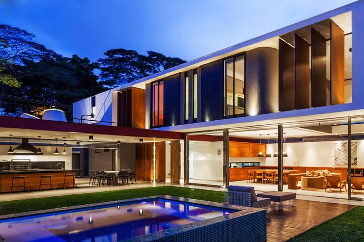 Planalto: Casas modernas por FCstudio