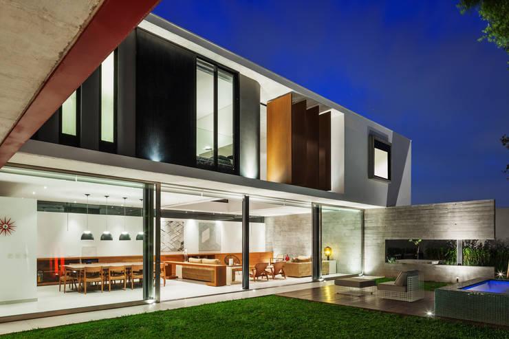 Planalto: Casas  por FCstudio