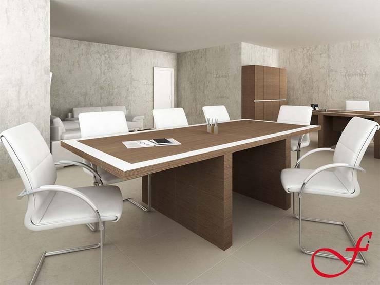 table - italian style: Complessi per uffici in stile  di Fenice Interiors