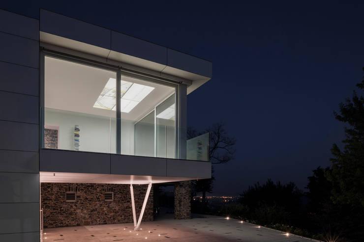 Casa m'ama non m'ama:  in stile  di Diego Peruzzo Architetto